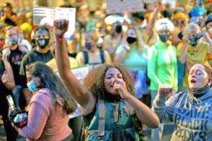 Jóvenes Camaradas Lideran Foro sobre la Lucha en Portland
